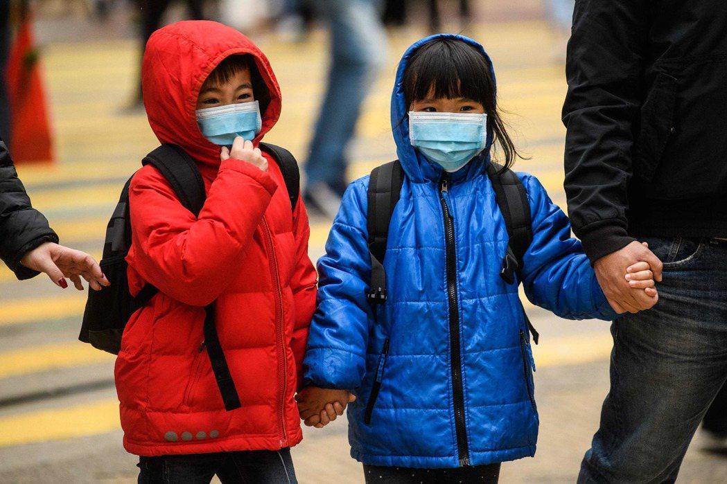 2019年新型冠狀病毒疫情傳遍全球,確診病例多數是成年人,孩童相當少見。 (法新...