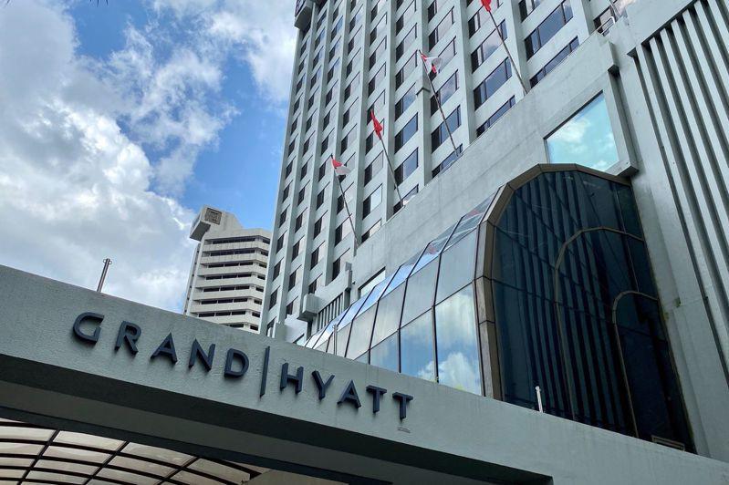 英國公司仕富梅上個月在新加坡君悅飯店(見圖)舉行內部會議,會後已有4人確診感染武漢肺炎。 路透