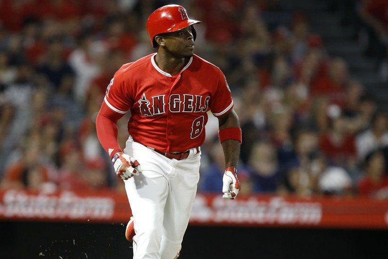 天使外野手厄普頓表達追思布萊恩之情,新賽季將背號從8號改為10號。 歐新社