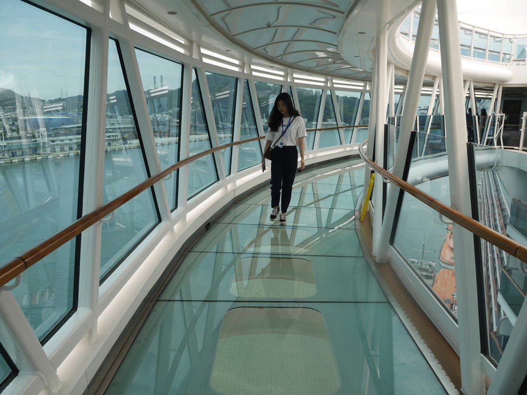 盛世公主號郵輪最大賣點-天空步道。記者吳淑君/攝影