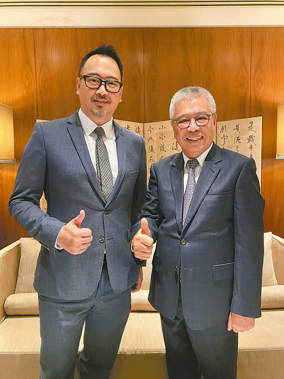 百德董事長謝瑞木(右)