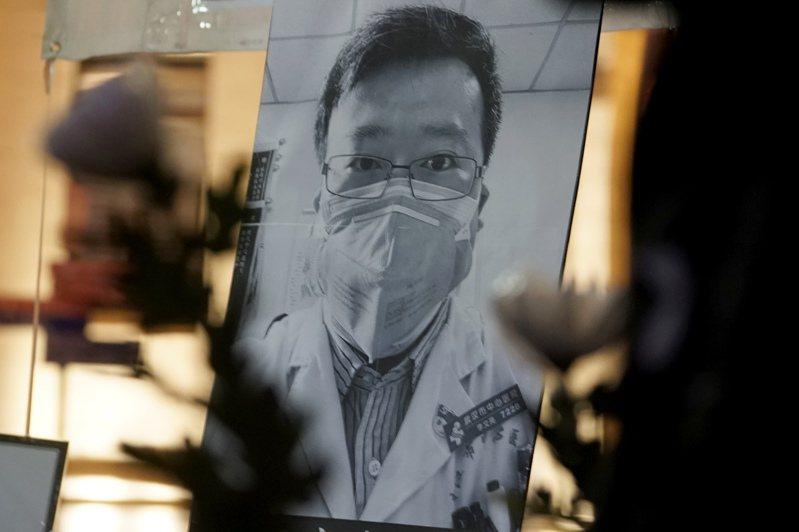 在言論審查的中國,武漢肺炎吹哨人、醫生李文亮之死掀起了民眾強大的憤怒。 美聯社