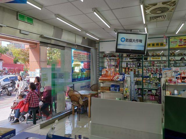 原PO稱藥局賣口罩根本沒圖利,反而還虧錢。圖擷自PTT