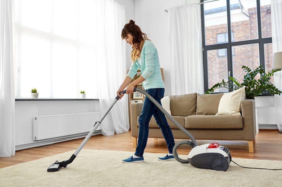雖然買房和裝潢都已花費大把積蓄,但事後居家清潔的錢依舊不能省。示意圖/ingim...