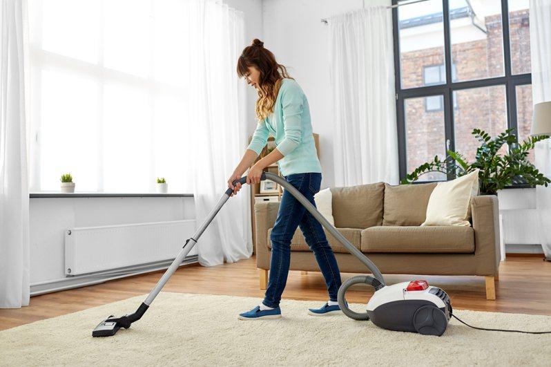 原PO在天冷時會開暖氣打掃家裡,結果卻引來婆婆不滿。圖片來源/ingimage
