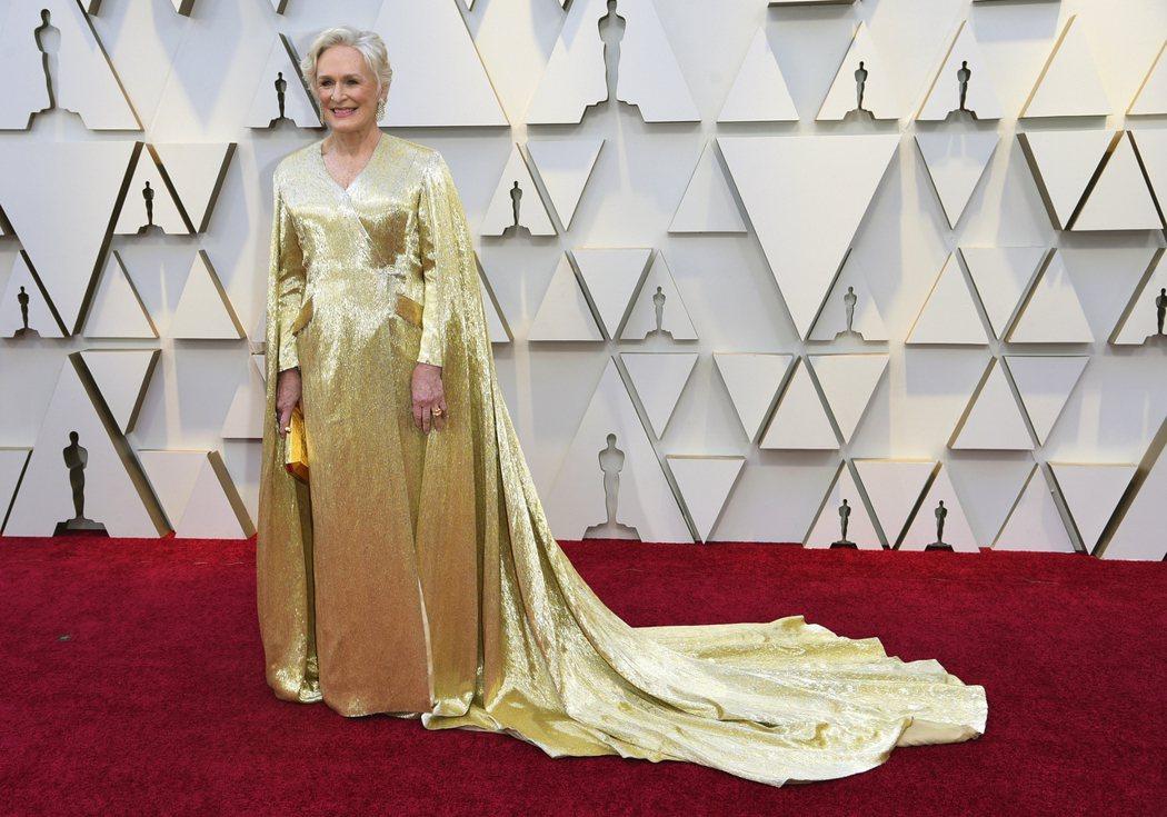 英國資深女星葛倫克蘿絲去年以最佳女主角入圍者身分參加奧斯卡頒獎典禮時,穿著委內瑞...