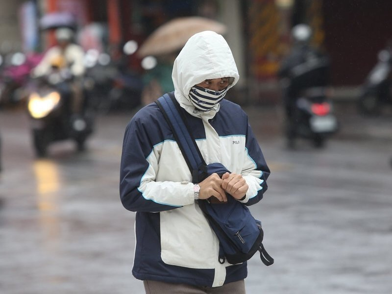 中央氣象局說,今天北部和東北部全天都很冷。聯合報系資料照