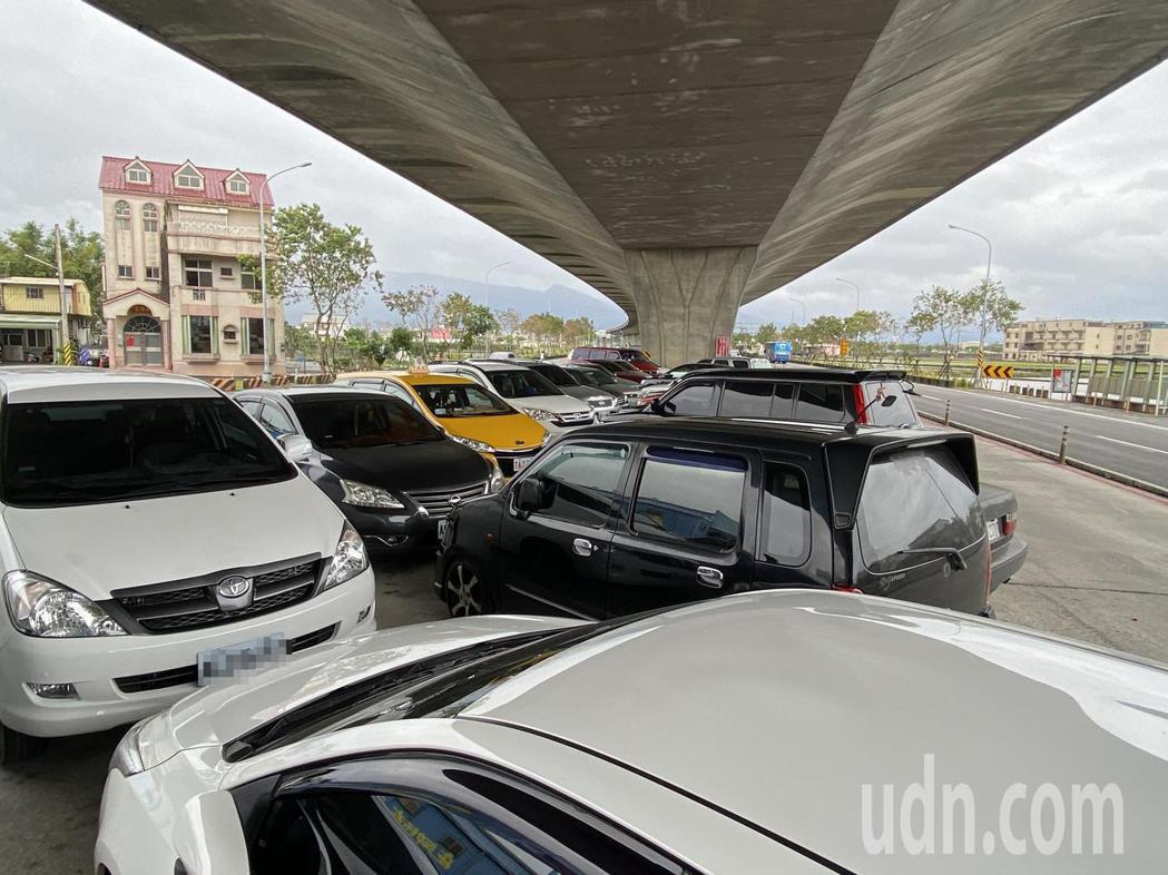 宜蘭共乘停車場使用率超高,幾乎場場客滿。記者羅建旺/攝影