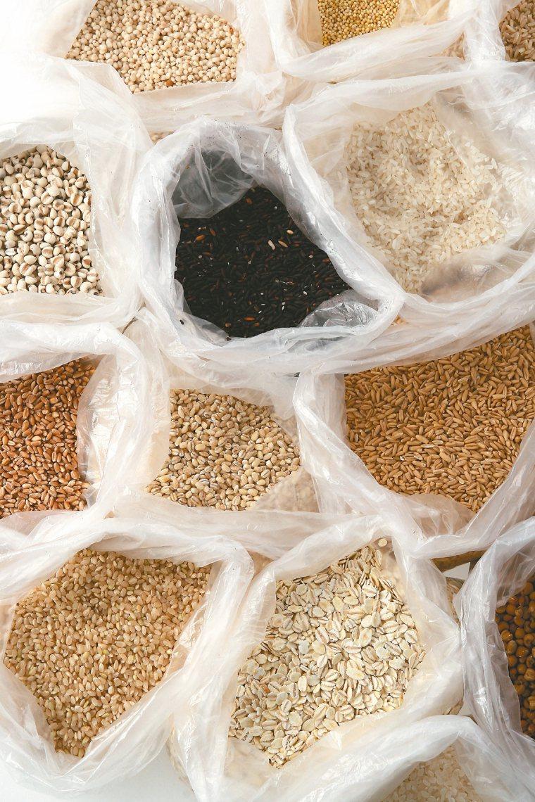 各式穀米如果是真空包裝或未開封,不用冰,只要放在乾燥陰涼的地方。 圖/123...