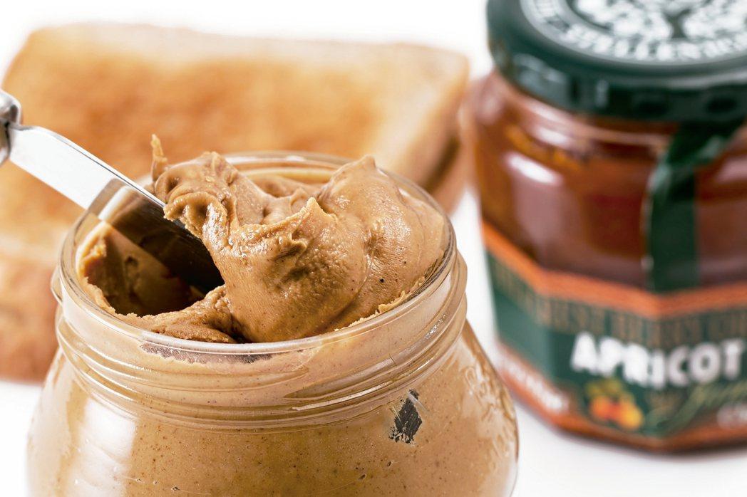 花生醬堪稱是一種用途多元的偉大發明,不僅可以加進甜點、三明治、健康零食等,就算直...