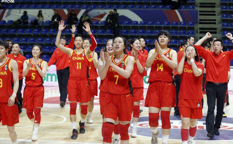塞爾維亞首都貝爾格萊德舉行的東京奧運會女籃資格賽第三階段比賽中,中國隊以64比62戰勝西班牙隊,取得兩連勝,提前鎖定東京奧運會入場券。 新華社