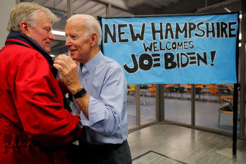 前副總統白登(右)在新罕州努力競選,希望扳回頹勢。 路透社
