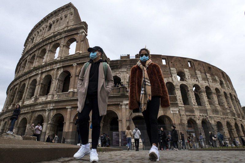 羅馬競技場戴口罩的遊客。 歐新社