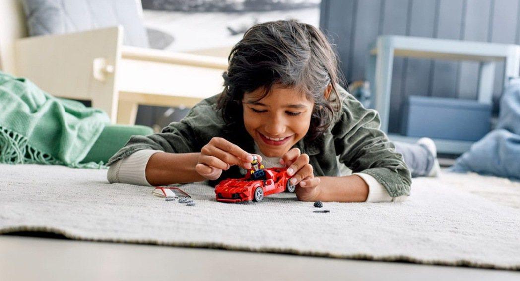 Lego Speed Champions系列推出全新Fearri F8 Trib...