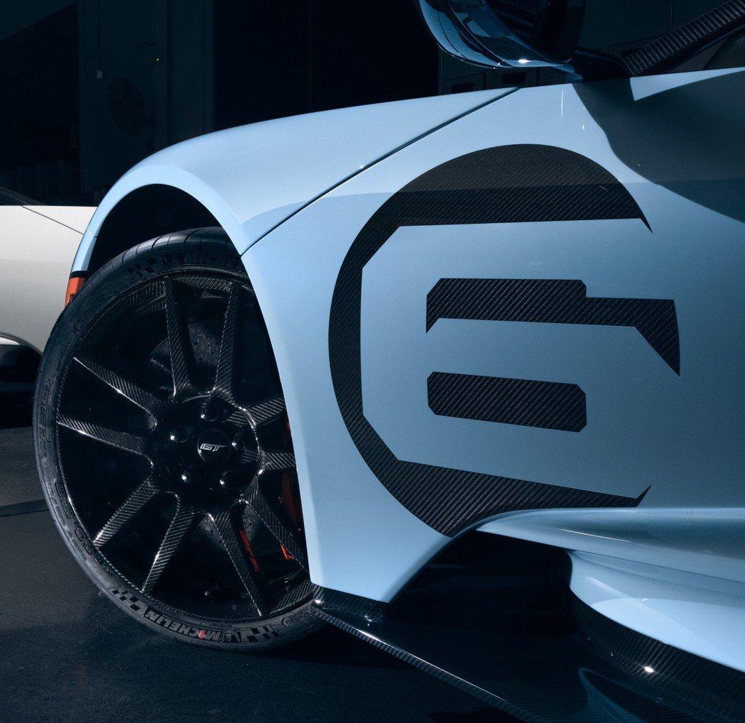 這個致敬版本同樣也配配碳纖維輪圈。 圖/Ford提供
