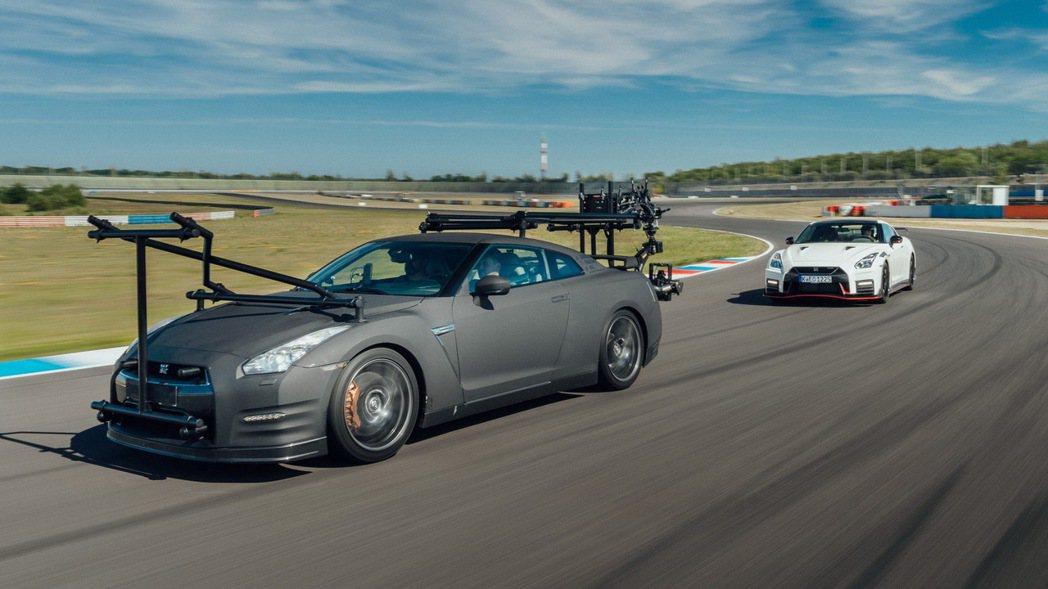 全新Nissan GT-R Nismo的賽道操駕影篇,幕後的攝影車竟然就是另一輛...