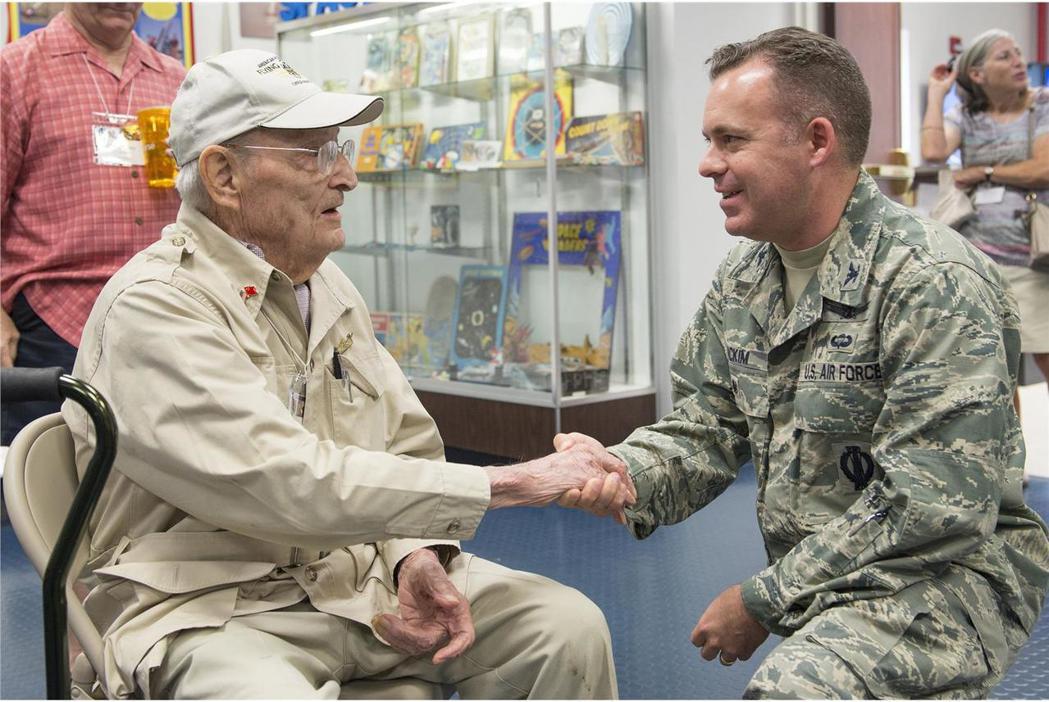 羅桑斯基2017年訪問美國空軍卡納維爾角空軍基地。 圖/美國空軍檔案照