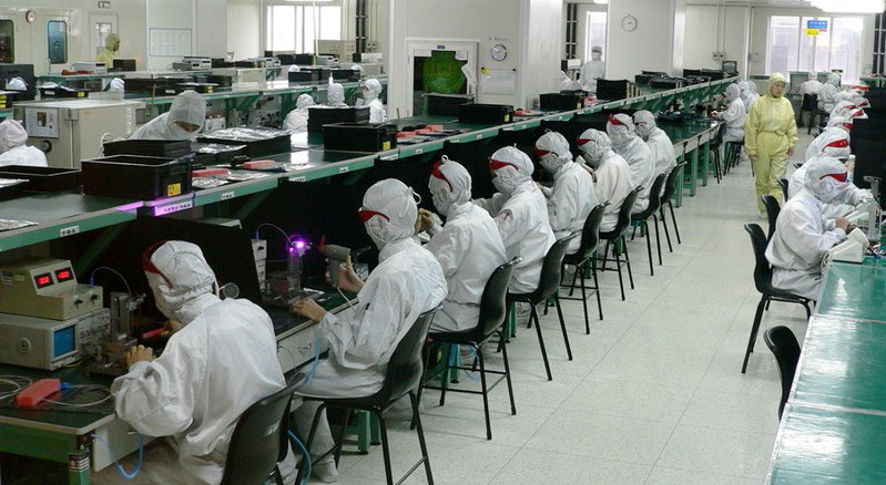 中國被譽為世界工廠,對全球供應鍊和世界經濟至關重要。但新型冠狀病毒正嚴重威脅智慧型手機的產能銷售(示意圖)。(photo by Wikipedia)