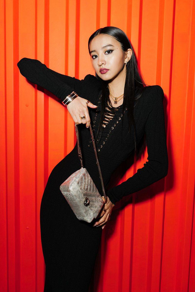 木村光希Koki以黑色胸前綁帶的禮服,現身寶格麗B.zero1搖滾系列上市活動小露性感。圖/BVLGARI提供