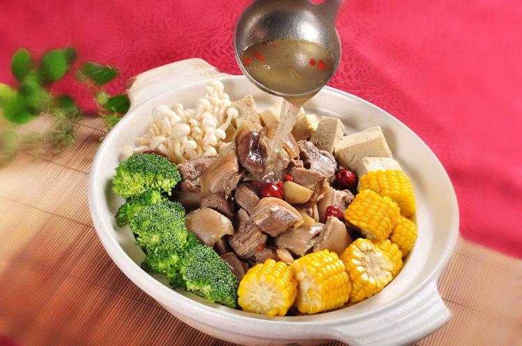 台北凱撒Checkers的溫補羊肉爐。圖/台北凱撒提供