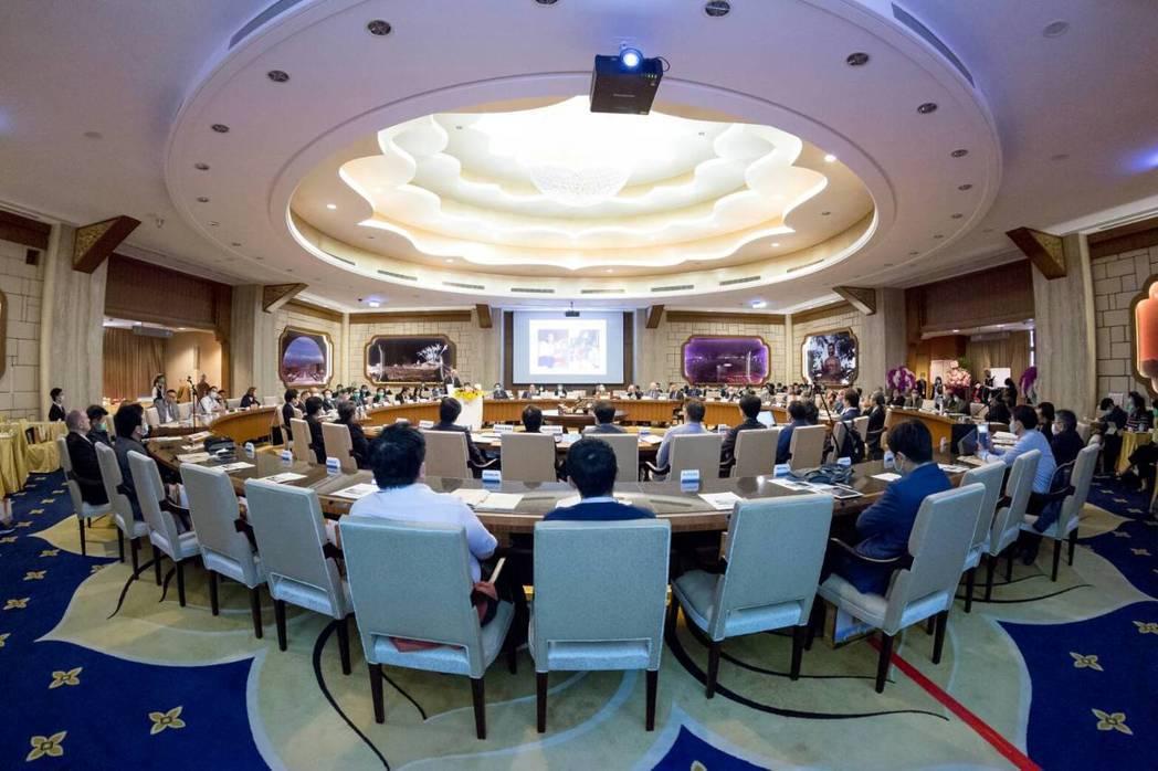 國際活體肝臟移植研究會首度在台灣舉辦第四屆世界大會,新接任會長的高雄長庚醫院名譽...