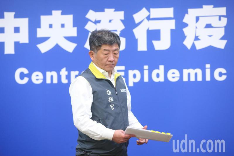 中央流行疫情指揮中心指揮官陳時中今天舉行武漢肺炎疫情記者會,宣布台灣第18例確診,患者為2月6日公布北部50多歲夫婦確診病例的另一名20多歲兒子。記者葉信菉/攝影