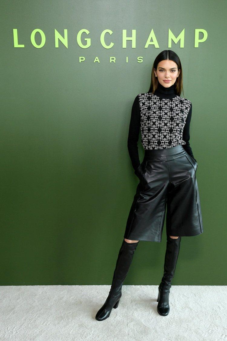坎達爾珍娜出席Longchamp 2020秋冬時裝秀。圖/Longchamp提供