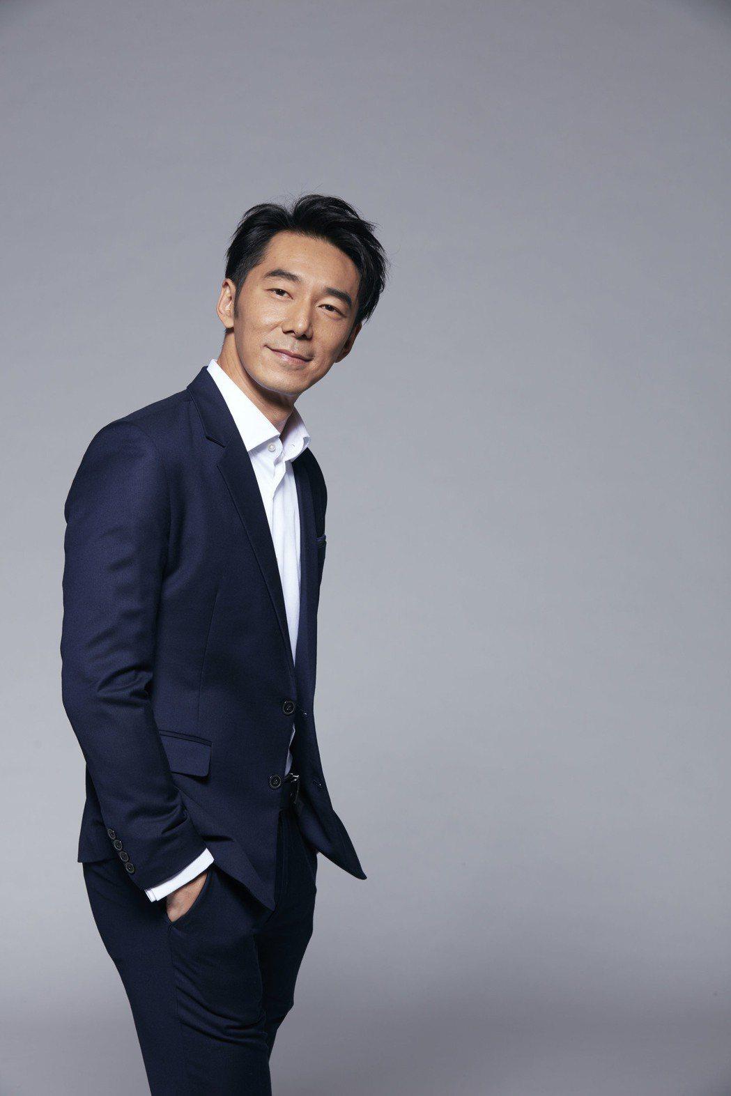 李李仁最跨尺度演出,低胸濃妝演出「Miss Andy 」。圖/滿滿額提供
