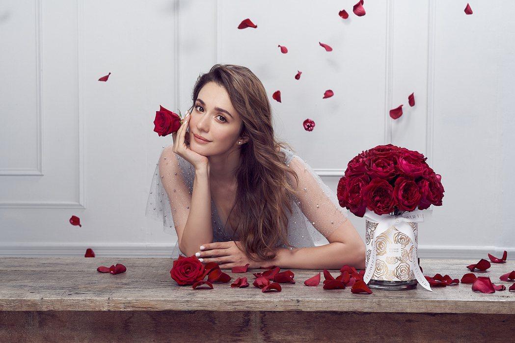 瑞莎接下玫瑰花品牌代言,直喊幸福。圖/FlowerFlower花的提供
