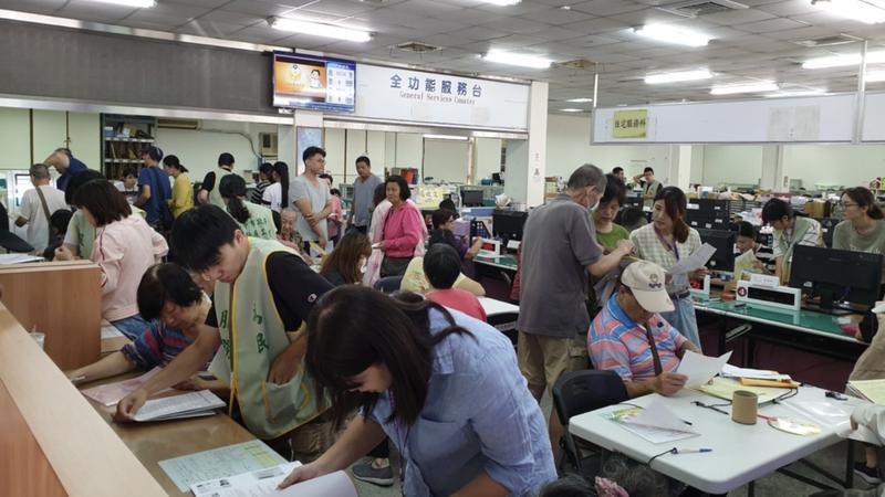 台中市政府去年受理租金補貼,申請民眾踴躍。圖/台中市政府新聞局提供