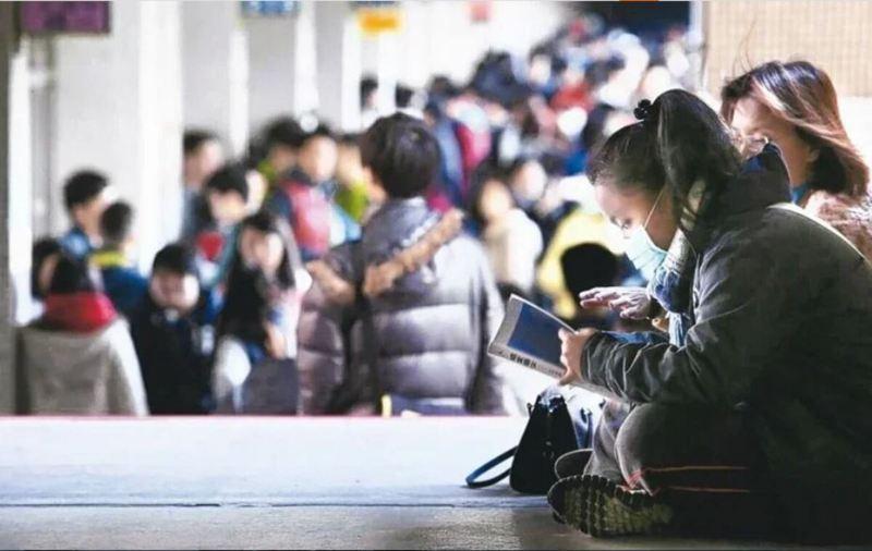 衛福部草屯療養院醫師沈政男也根據中國最新疫情報告,預測新冠肺炎疫情,但一句「同學們別想從寒假一直放到暑假」,害學生直呼「幻滅」。圖/本報資料照