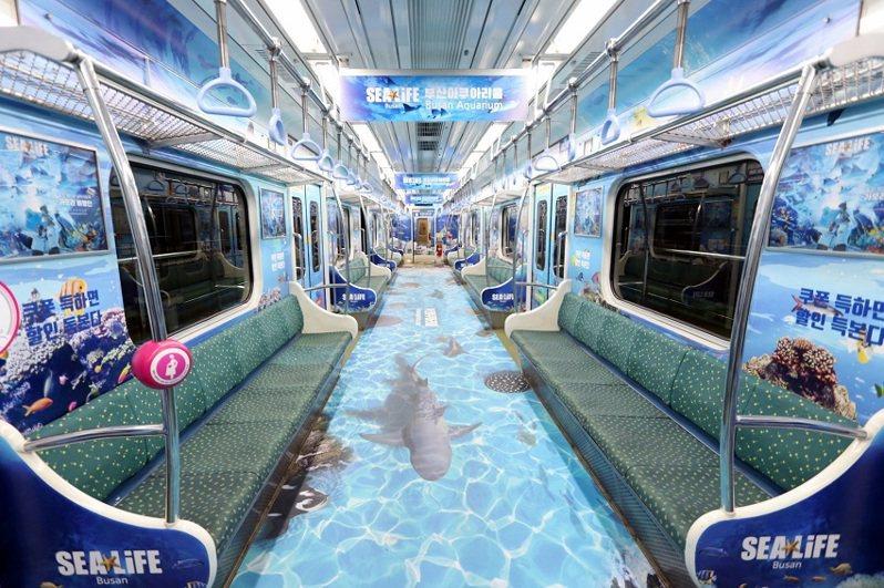 釜山都市鐵道2號線的3號車廂,化身為水上主題列車。圖/釜山交通公社
