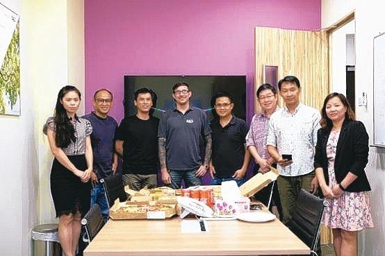 達思亞洲區業務發展總監李青香(左一)與DAS新加坡團隊。 DAS/提供