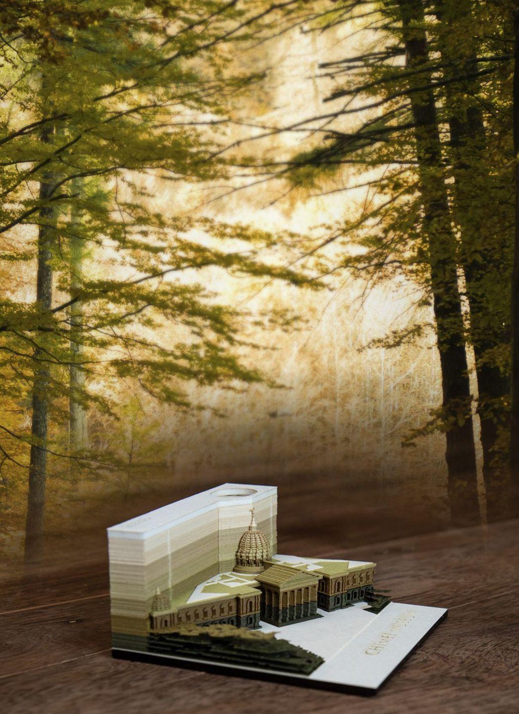 「紙雕模型便條紙-奇美博物館」呈現該館隱身於綠意盎然森林中的雅氣美感。  奇美館...