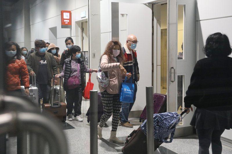 「世界夢號」郵輪約1800名船員已完成新型冠狀病毒測試,全部化驗結果呈陰性。 香港中國通訊社