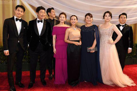叫好又叫座的韓國電影「寄生上流」入圍本屆奧斯卡最佳影片、導演、國際電影等6項大獎,頒獎典禮現場,南韓媒體大陣仗緊盯,期待導演奉俊昊挑戰台灣導演李安創造的紀錄。南韓每日經濟新聞記者Chang-Yeon...