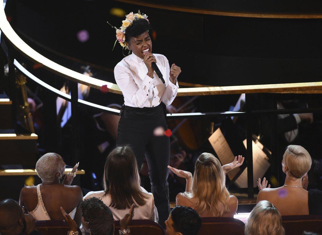 美國節奏藍調及靈魂樂歌手賈奈兒夢內(Janelle Monae)以歌舞拉開今天奧...