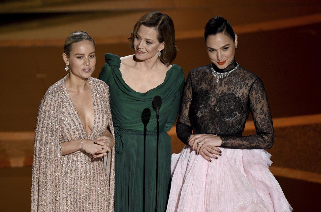 雪歌妮薇佛(Sigourney Weaver)、布麗拉森(Brie Larson