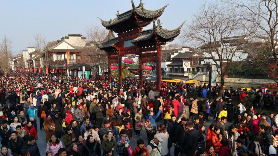 交通部觀光局今天表示,配合防疫措施,持續暫停旅行業組團前往中國大陸地區旅遊至4月30日。 中新社
