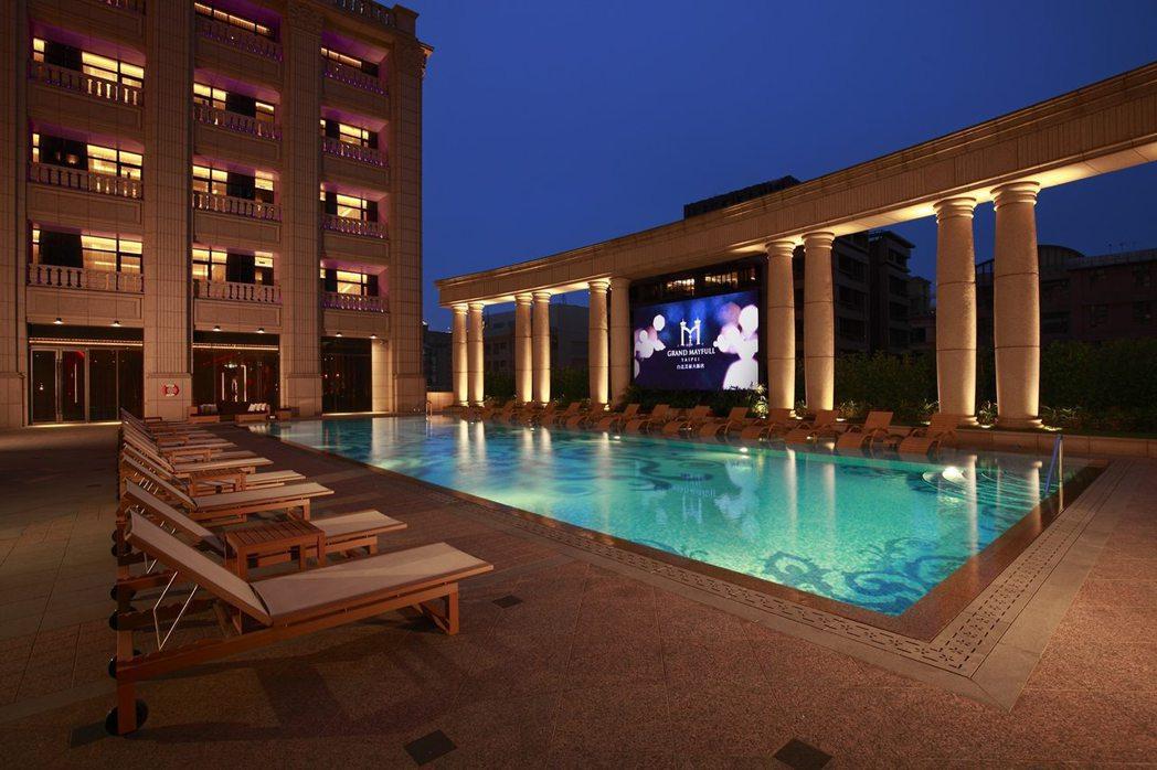 台北美福大飯店戶外恆溫泳池。業者/提供