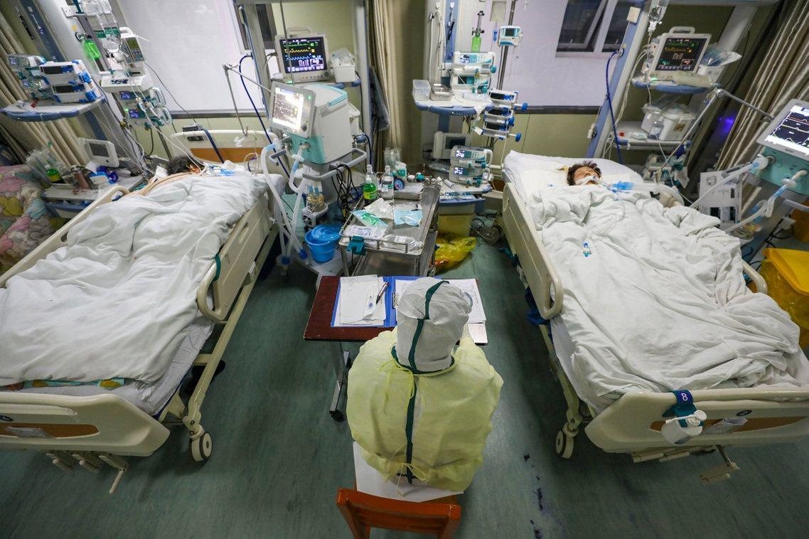 截至2月10日中午為止,新型冠狀病毒的中國確診數字已達4萬217例,死亡數字至少...