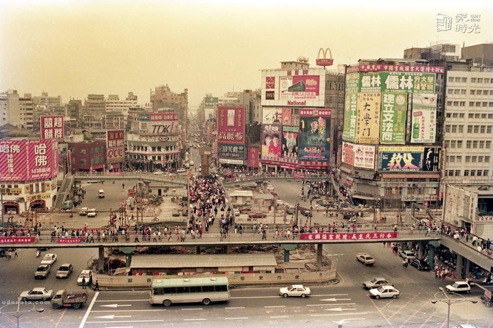 西門町大天橋街景照,勾起回憶。 圖/報時光FB提供