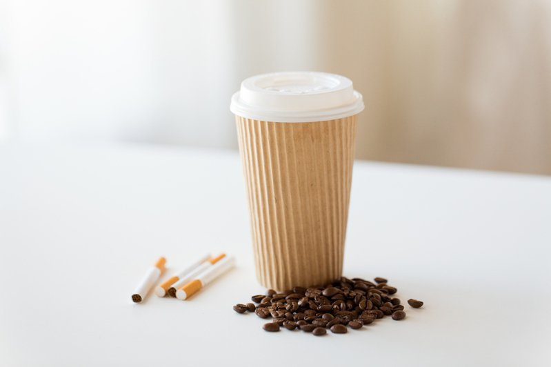 一名網友PO文提到,有些超商店員在若在拿取咖啡杯蓋前,沒有確實做好手部消毒,會沾染大量病毒細菌,恐成台灣衛生大缺口。 記者林澔一/攝影