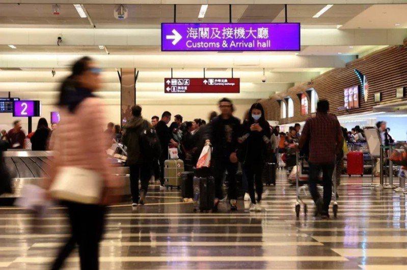 武漢肺炎造成人心惶惶,許多原本計畫出國的民眾紛紛退換機票。 圖/聯合報系資料照