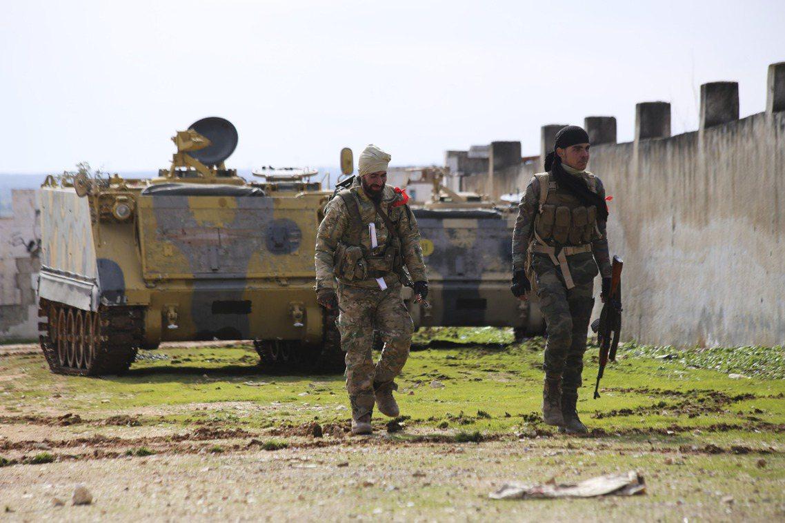 敘利亞的反抗軍部隊。易德利卜省位於敘利亞西北部、緊鄰土耳其邊境,是敘利亞內戰自2...