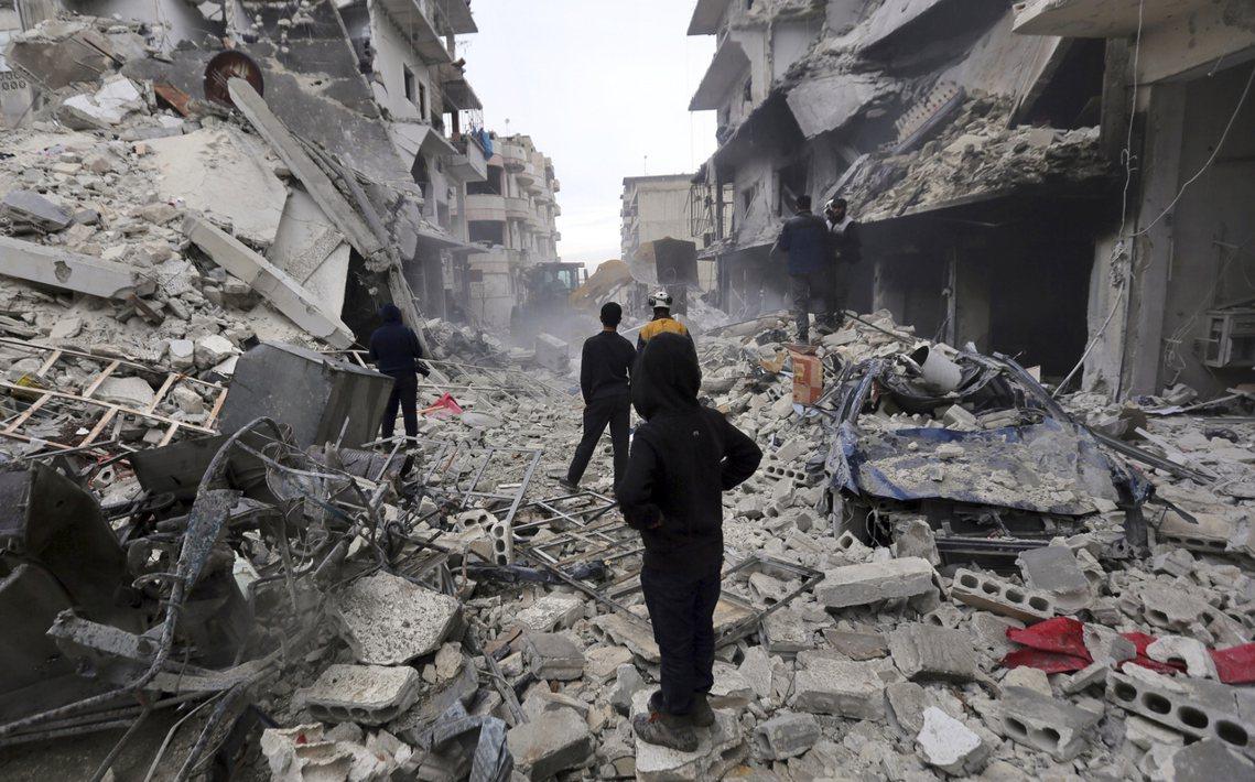 為了控制難民潮的恐慌逼近、並嚇阻阿薩德部隊的易德利卜總攻,土耳其軍隊自1月底開始...