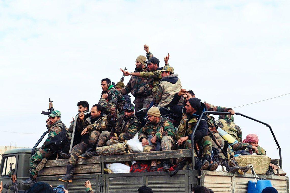 圖為敘利亞部隊。易德利卜的總攻行動,在2019年12月起進入白熱化。敘利亞政府軍...