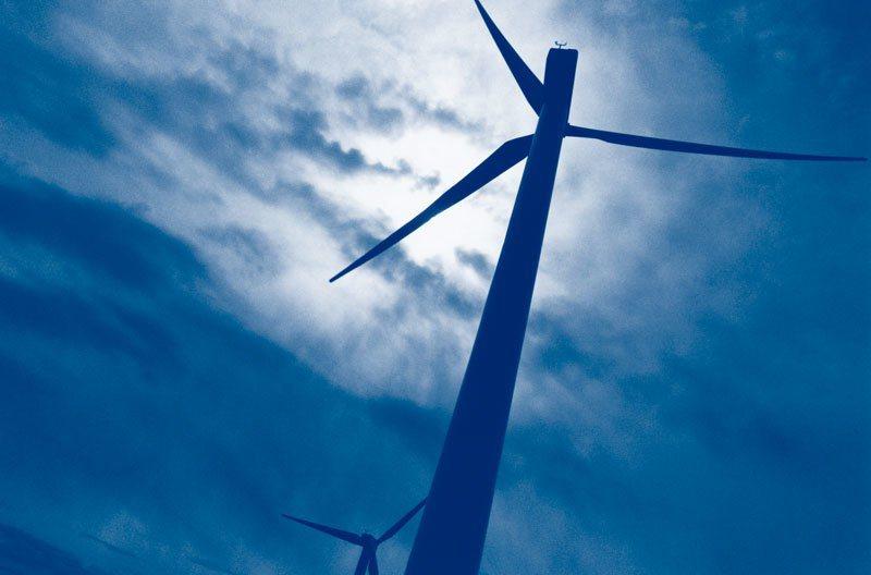 英國與業界未來十到十五年之間,計畫遍布電力電網,並預期二○三○年離岸風電可占總發電量的三分之一。 圖/本刊資料室