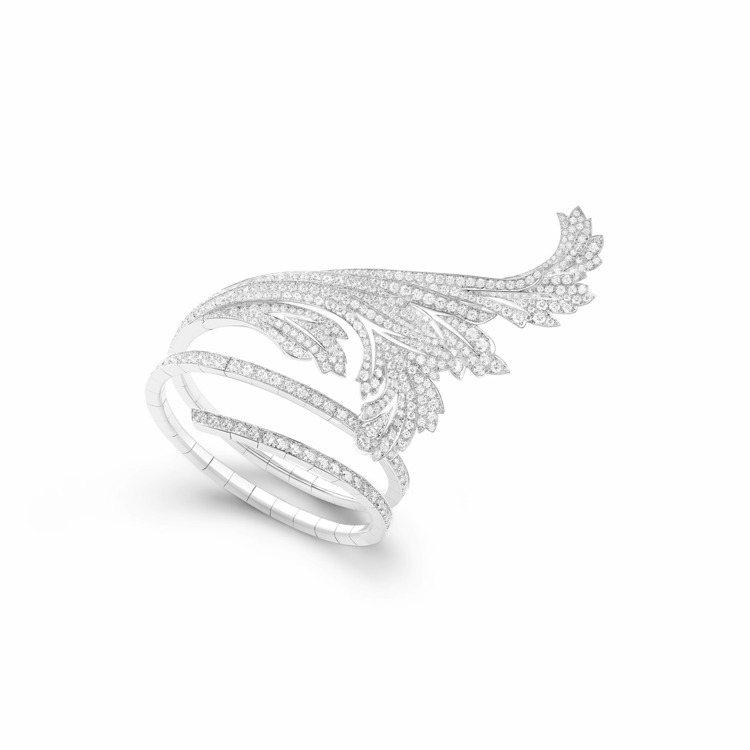 莎瑪海耶克配戴的寶詩龍Feuilles d'Acanthe 頂級珠寶手鐲。圖/寶...