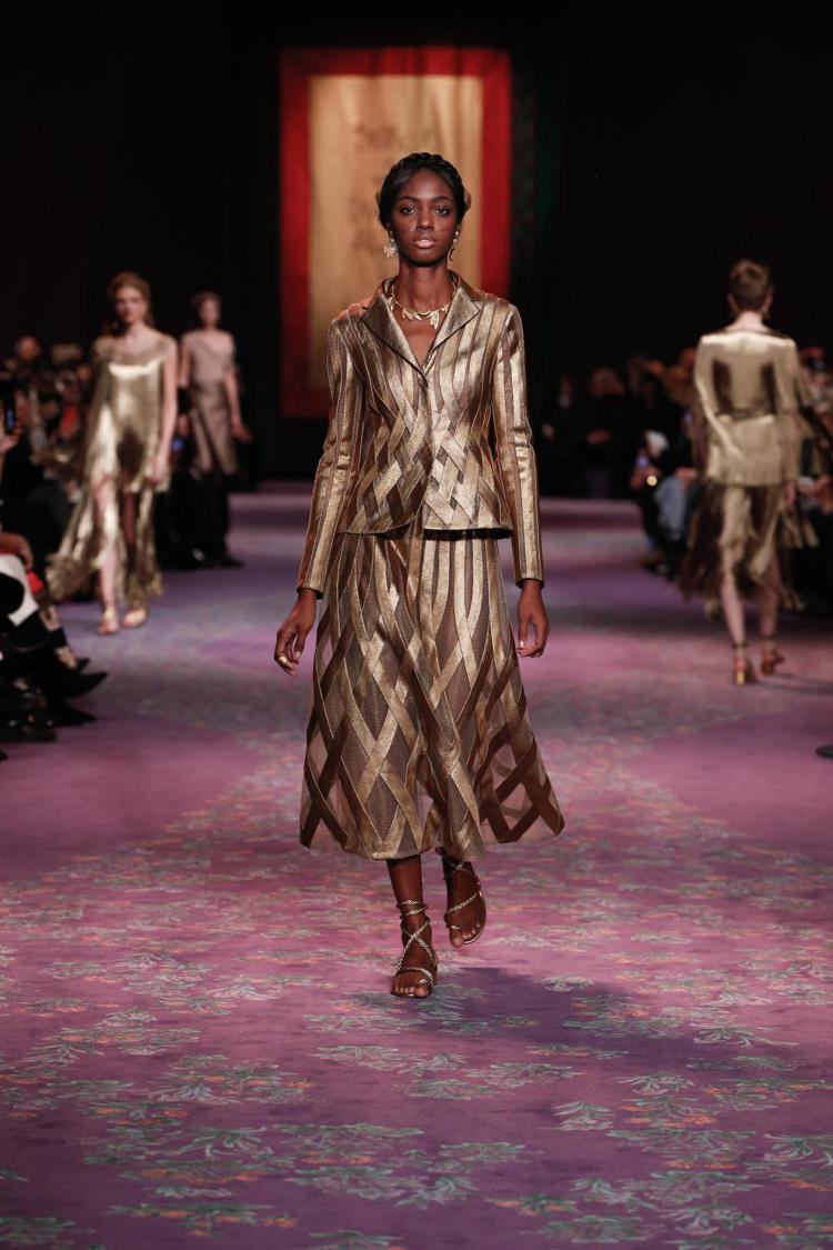 Maria Grazia Chiuri在2020春夏高級訂製服以希臘女神的典雅打...